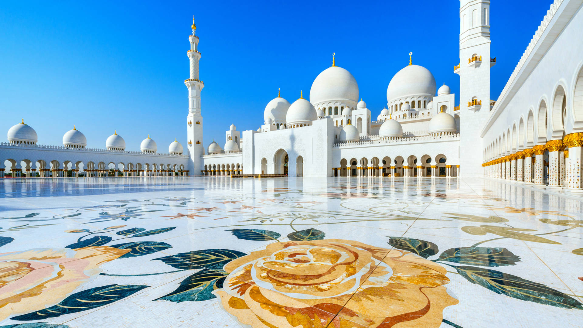 View of the Grand Mosque in Abu Dhabi