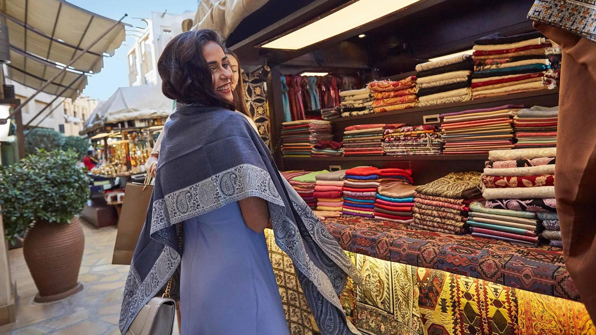 Dubai - western women shopping_16-9