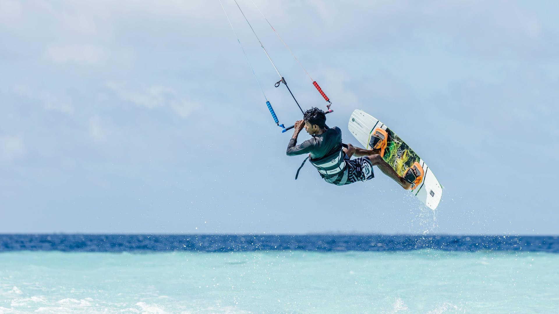 Kite-Surfing-Jumeirah-Vittaveli