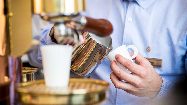 16-9 Jumeirah-Royal-Saray---The-Palm-Lounge--Barista