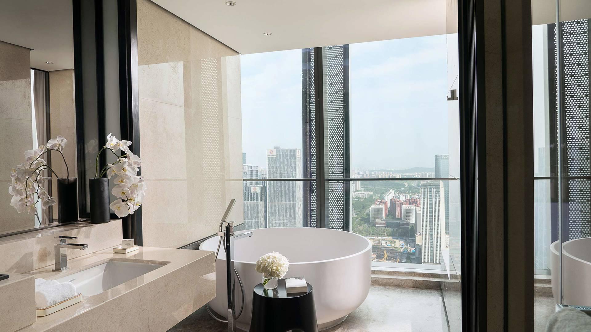 Jumeirah bathroom views Nanjing_6-9