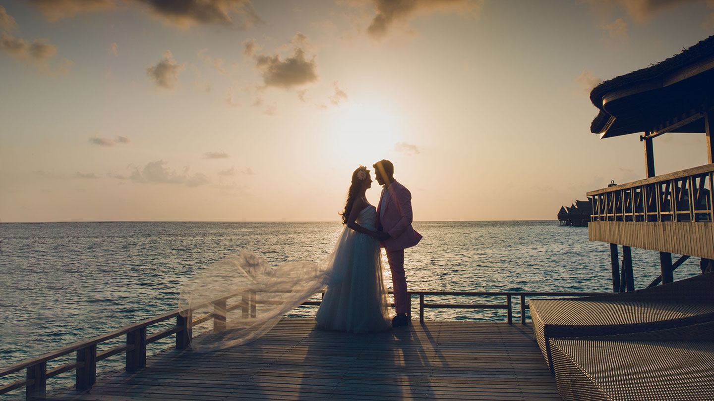 Jumeirah Vittaveli Silhouette of Couple by the sea at Wedding Ceremony