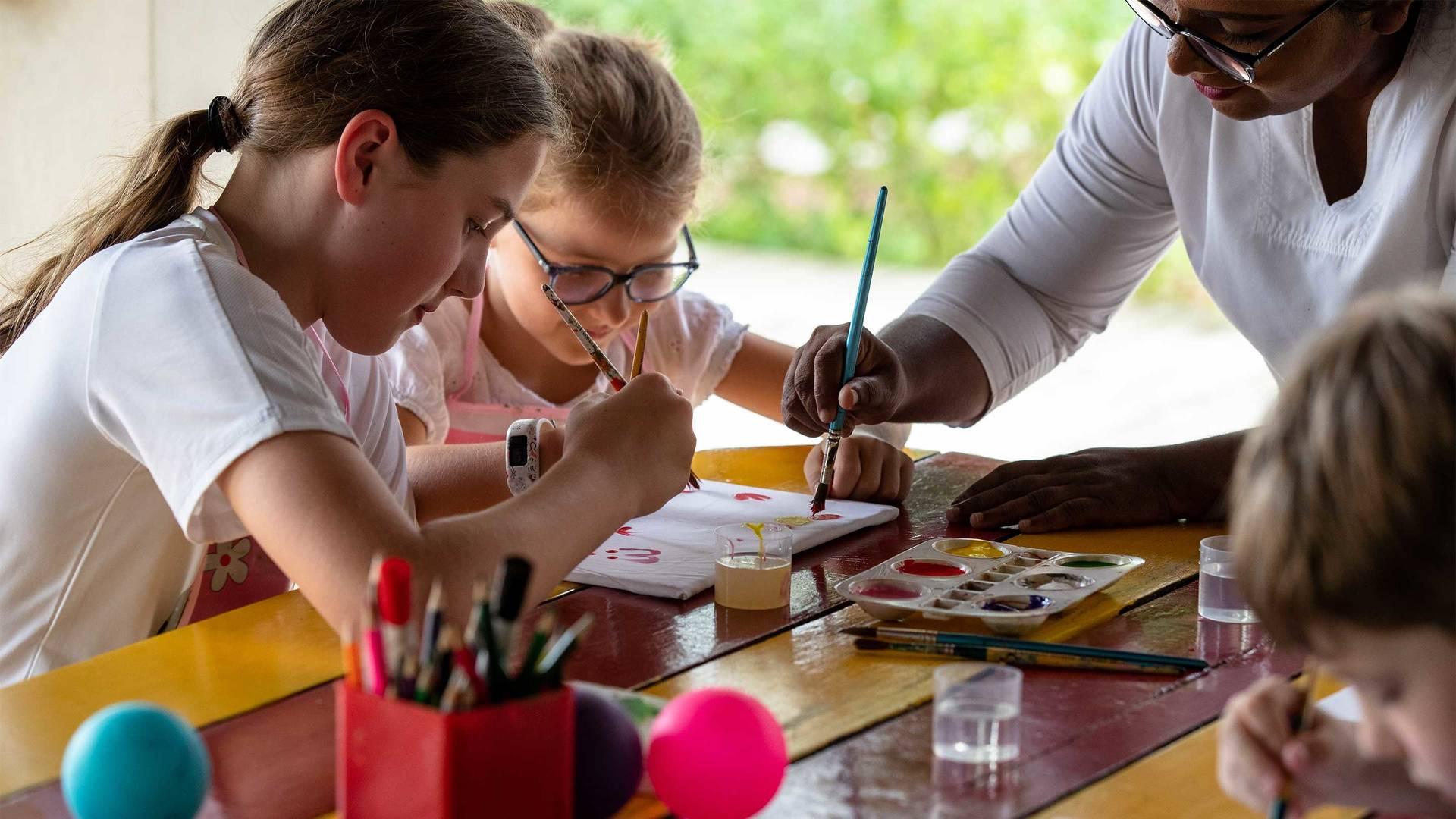 Jumeirah-Vittaveli---Kuda-Koli-Kids-Club---Arts-and-Crafts