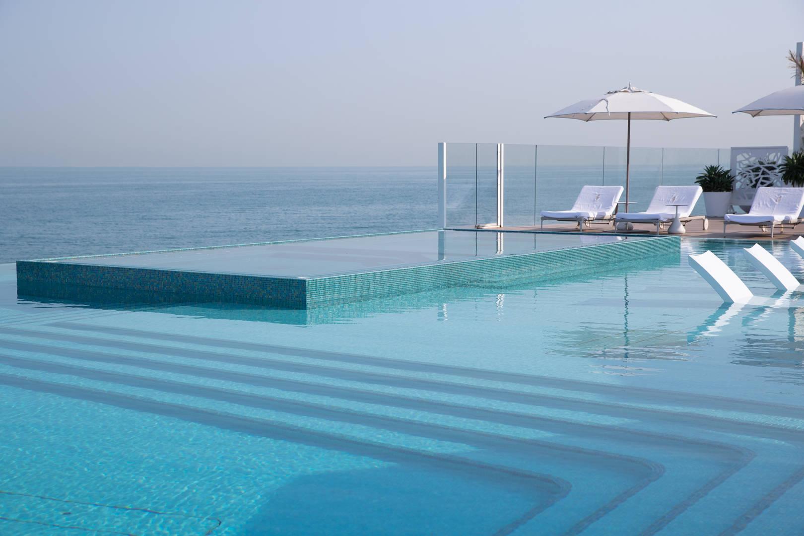 Jumeirah Burj Al Arab Terrace infiniti pool with view of the ocean