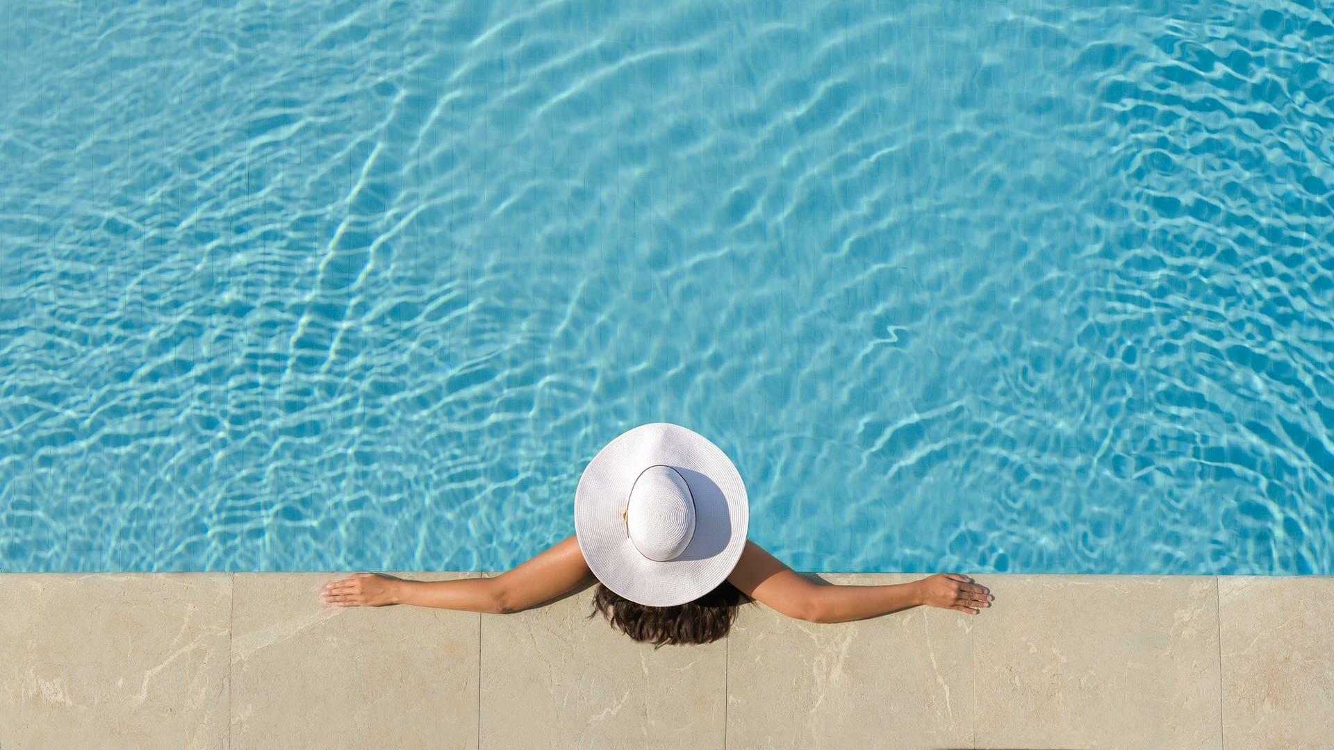 Jumeirah Port de Soller woman in hat in the pool_16-9