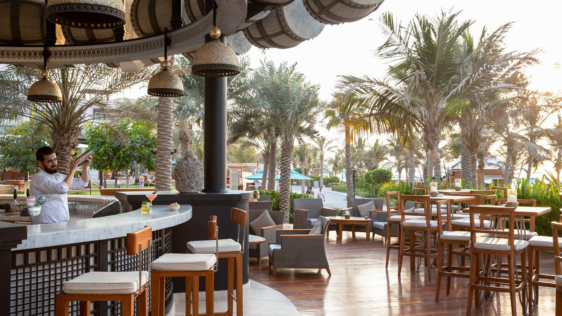 Jumeirah al naseem rockfish drum bar